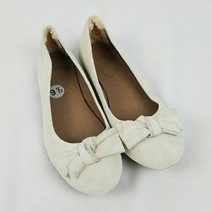 UGG women 9.5 cream suede flats front bow lamb fur